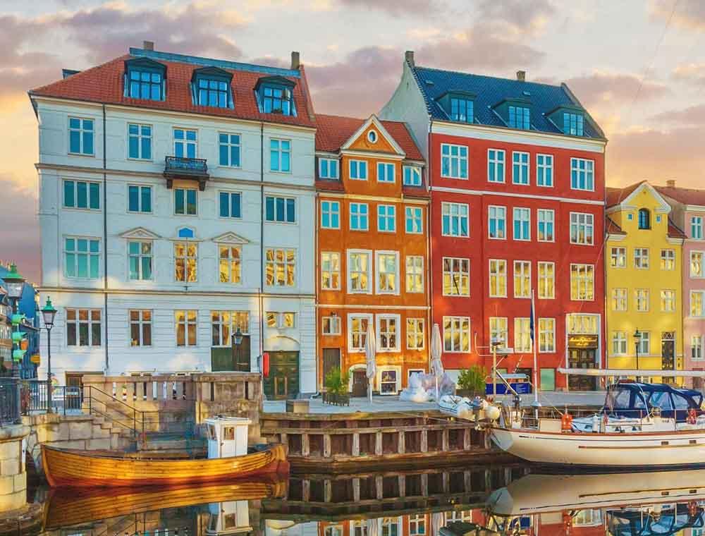 Холст с красками 17х22 по номер. в кор. (13цв.) Датские яркие малоэтажные дома (Арт. ХК-8132)